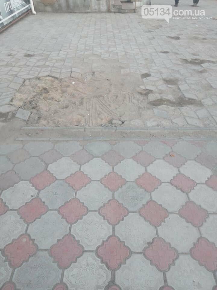 Жахливий стан тротуарів у Вознесенську вражає, - ФОТО, фото-1