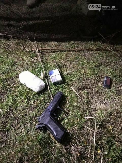 У Вознесенську в`язням намагались передати пістолет та наркотики, фото-3