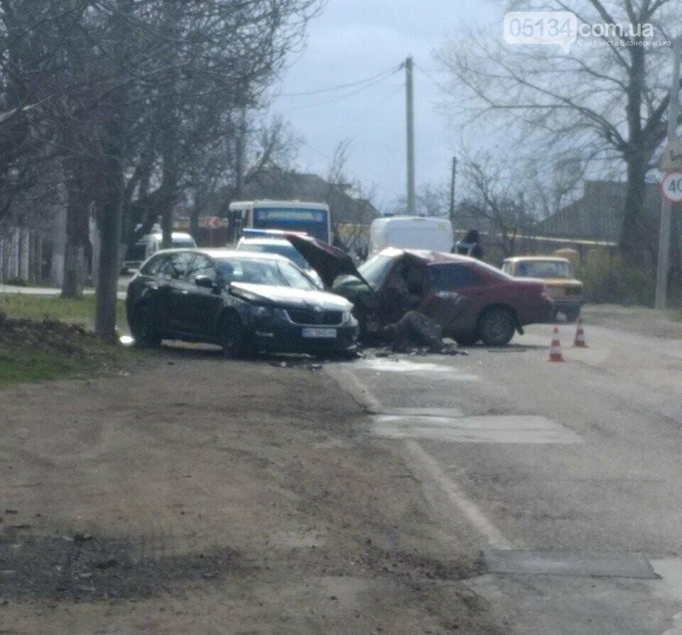 У Вознесенську в районі Болгарки ДТП: зіткнулися два автомобіля, - ФОТО, фото-1