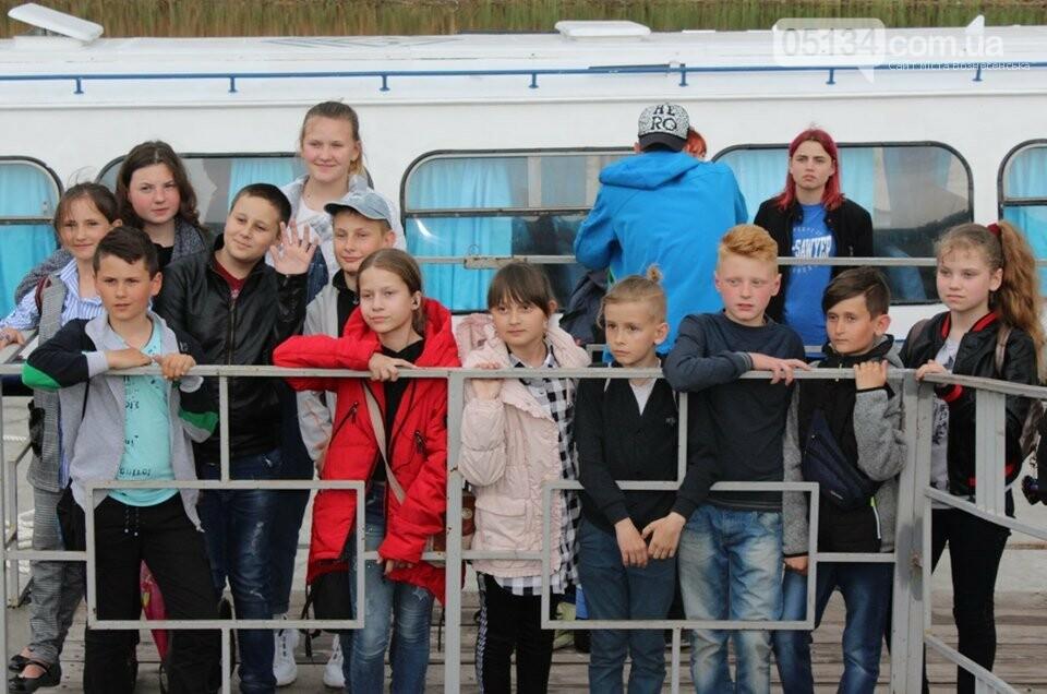 """Мер Вознесенська організував безкоштовну поїздку на """"Ракеті"""" для дітей та спортсменів, фото-3"""
