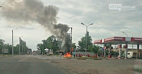 У Вознесенську на автозаправці згоріла стела, фото-1