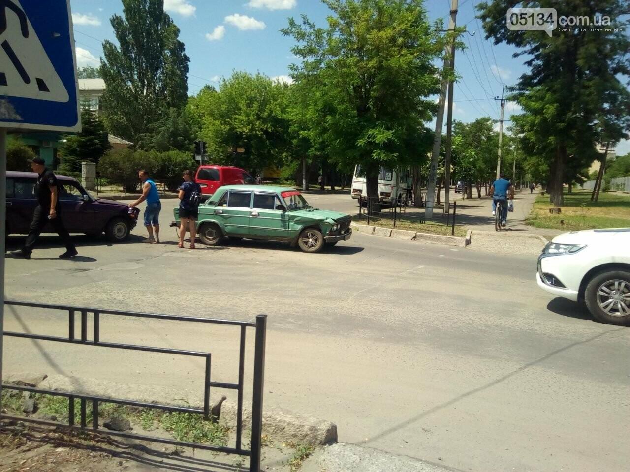 ДТП в центрі Вознесенська - водії не поділили перехрестя, - ФОТО, фото-2