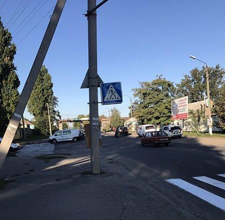 У Вознесенську сталася аварія: водій легкового автомобілю в'їхав у мікроавтобус, фото-1