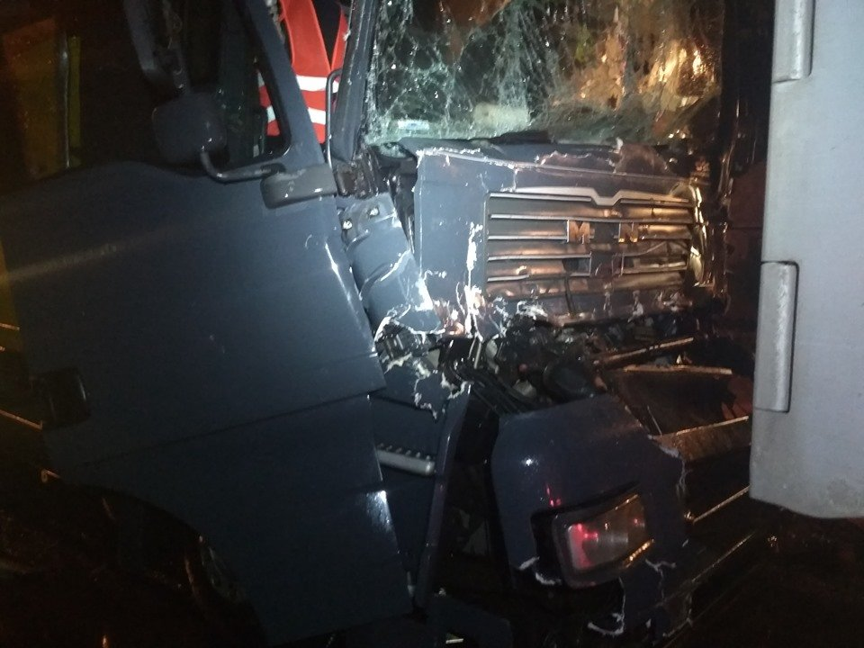 Вночі в центрі Вознесенська зіткнулися фури - постраждала одна людина, - ФОТО, фото-1