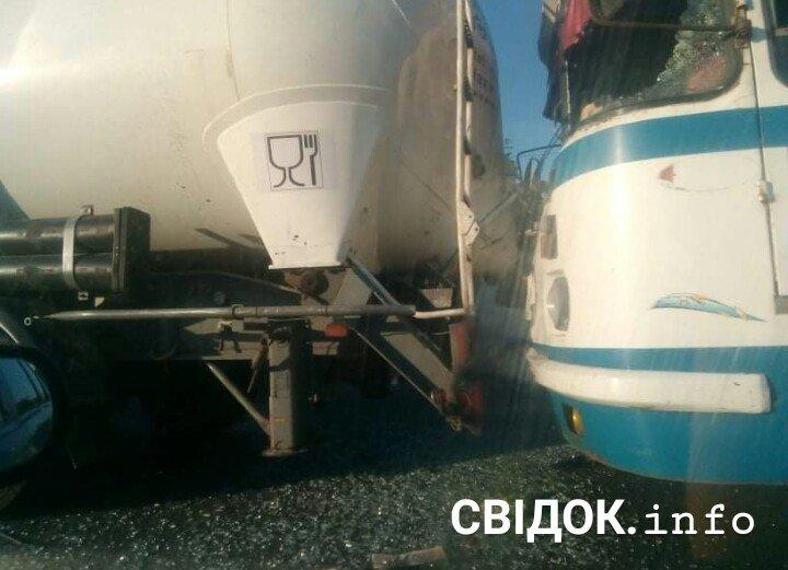 У Вознесенську пасажирський автобус врізався у вантажівку, - ФОТО, фото-2