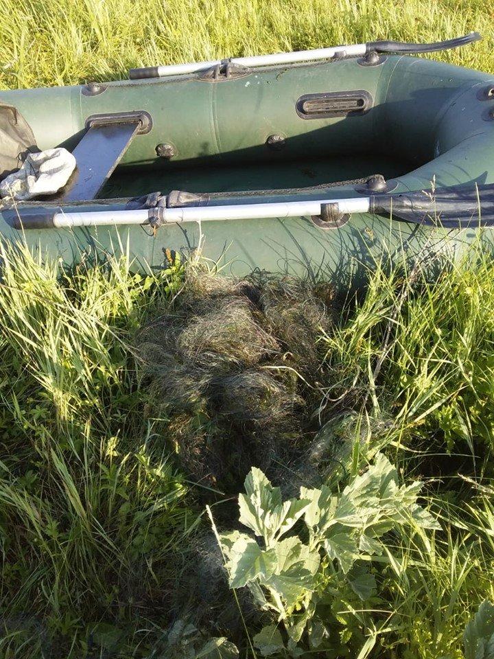 На Південному Бузі під Вознесенськом затримали браконьєрський човен, фото-1